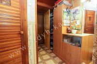 Снять двухкомнатную квартиру в Феодосии недалеко от пляжа - Небольшая прихожая.