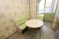 Феодосия: жилье у моря недорого с хорошим ремонтом - Небольшой обеденный стол