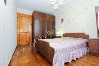 Снять квартиру в Феодосии посуточно, недорого и без хлопот - Вместительный шкаф.