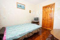 Снять квартиру в Феодосии посуточно, недорого и без хлопот - Мягкий диван.