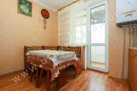 Снять квартиру в Феодосии посуточно, недорого и без хлопот - Удобный обеденный стол.