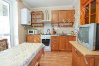 Снять квартиру в Феодосии посуточно, недорого и без хлопот - Просторная кухня.