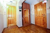 Снять квартиру в Феодосии посуточно, недорого и без хлопот - Просторная прихожая.