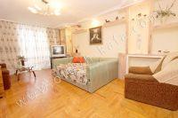 Выбирайте жилье в Феодосии – квартиры - Спальня с балконом