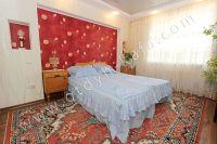 Выбирайте жилье в Феодосии – квартиры - Большая двуспальная кровать