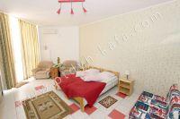 Забронировать квартиры в Крыму на берегу моря, легко - Широкая двуспальная кровать