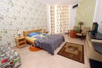 Без хлопот снять квартиру у моря в Крыму. 2021 год будет жарким - Широкая двуспальная кровать.