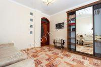Снять квартиру в Крыму посуточно у моря - Вместительный шкаф-купе