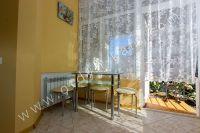 Снять квартиру в Крыму посуточно у моря - Удобный обеденный стол